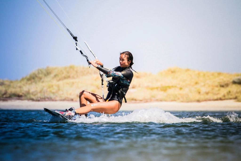 Sabrina Lutz Kitesurferin auf dem Wasser